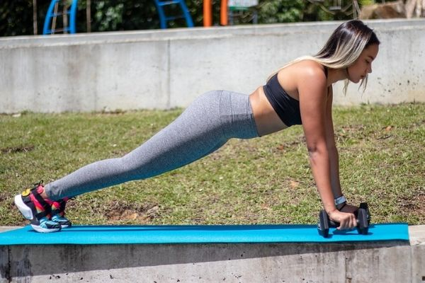 how to do push-ups with dumbbells